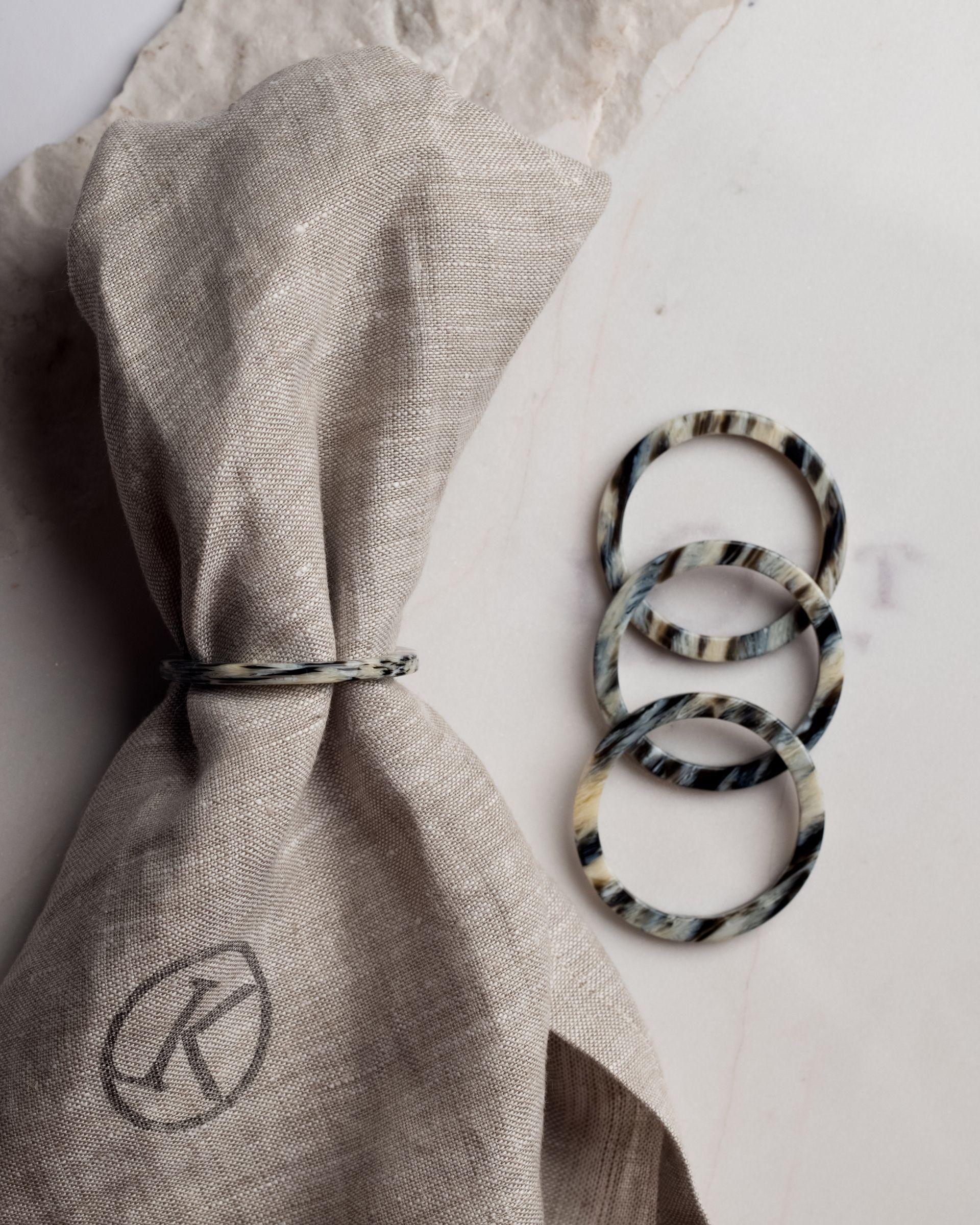 Pierścień na serwetę jasny